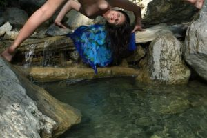 fabolous-young-babe-does-an-interesting-outdoor-photo-shoot-while-posing-naked-07